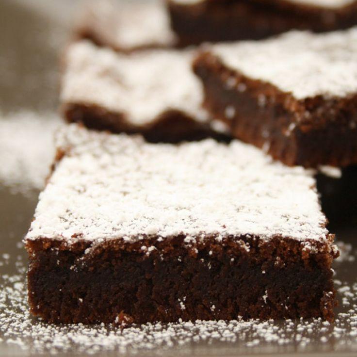 Backen war nie einfacher: Mit unseren genialen 2-Zutaten-Kuchenrezepten wirst du im Handumdrehen zur Back-Queen.