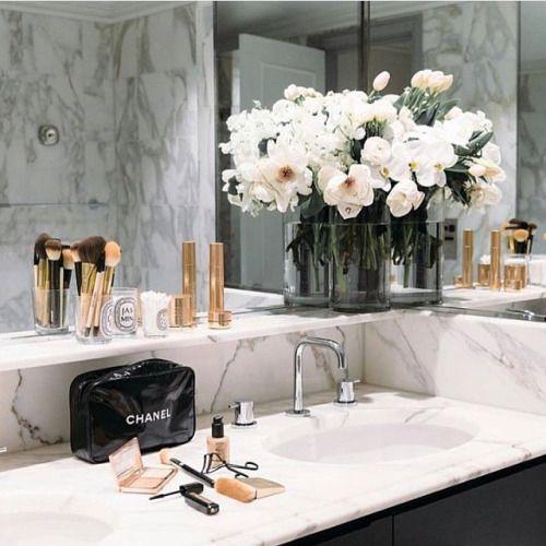 florallzzz // marble bathroom