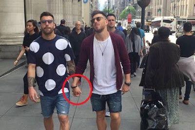 La foto más íntima de Sergi Enrich y Antonio Luna. Sergi Enrich y Antonio Luna han sido cazados en plena calle y la fotografía se ha convertido en viral. Sport, 2016-10-06 http://www.sport.es/es/noticias/futbol/video-jugadores-eibar-foto-intima-5462730