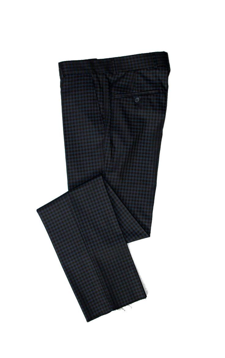 Темно-синие брюки в мелкую коричневую клетку по супер выгодной цене 3500 руб руб, с бесплатной доставкой по Москве и России без предоплаты. В наличие размеры 56, 54, 52, 50, 46, 48, приезжайте к нам в магазин!
