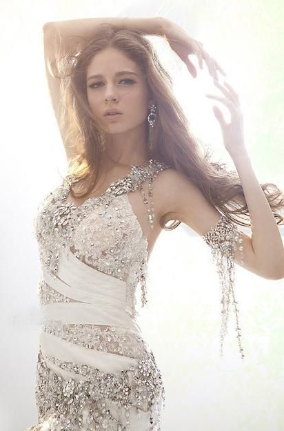 Bold and beautiful bride! #bridal #accessories #fashion