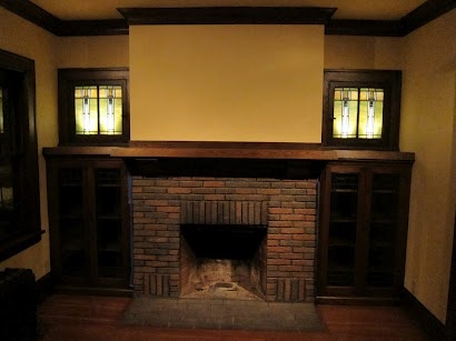 253 best craftsman living rooms images on pinterest for Bungalow fireplace ideas