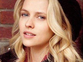 Laura Dantonville - try to imagine her with dark auburn hair.