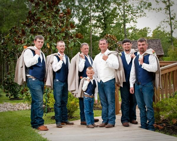 love this, with the blue vests to match my bridesmaids :)