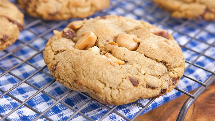 Chewy Salted Macadamia Chocolate Chip Cookies