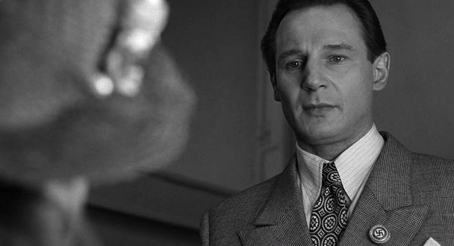 """Лиам Нисон в роли Оскара Шиндлера, «Список Шиндлера» / Liam Neeson, """"Schindler's List"""" (реж. Стивен Спилберг, США, 1993) #списокшиндлера #спилберг #нисон #фильм"""