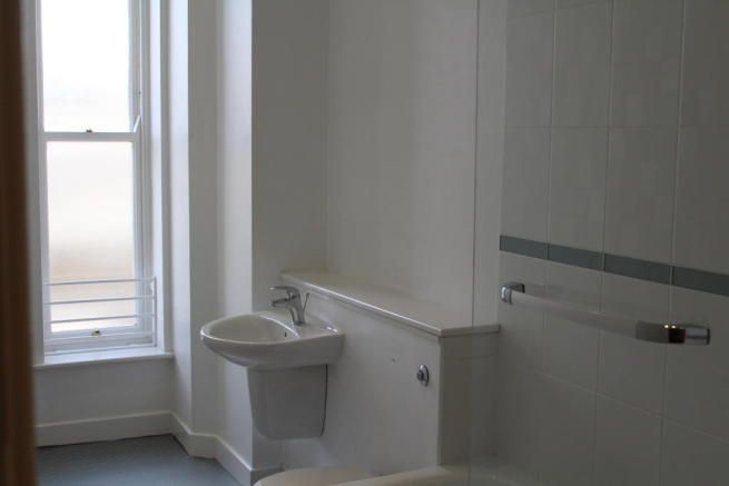 Bradford town centre, 320 a month, sep bedroom, white goods included