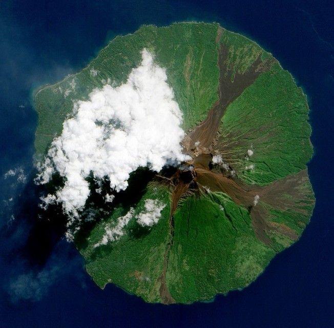 Volcanic Eruptions from Space #vulcao #erupcao #foto #fotografia #nasa #photo #photography #volcano #eruption