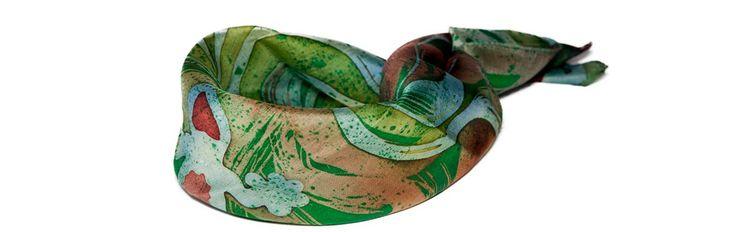 Красно - зеленый платок на шею с саламандрами