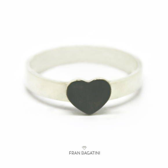 Joia artesanal de coração super delicada. Anel feito em prata 960.  Disponível no aro 16. Entre em contato para encomendar outros tamanhos de anel.
