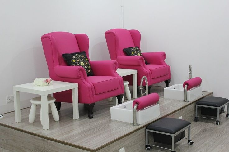 My pedicure bench will be on a platform similar to this for Salon de pedicure