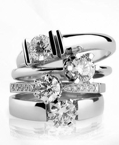 Hay varias formas de tomar las medidas de un anillo. En la Joyerías se usan tres mediciones diferentes: Europea, Británica y Estadounidense, cada una de ellas tiene una simbología diferente.