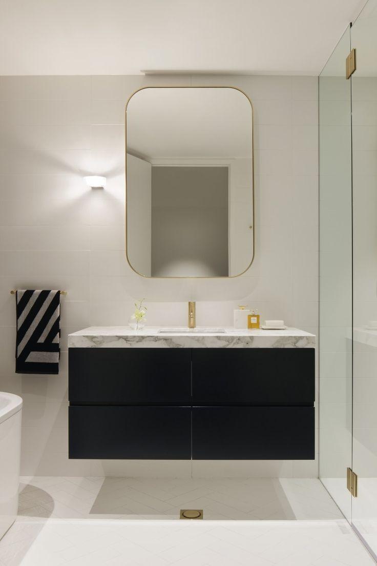 Opéra display suite bathroom / Bates Smart