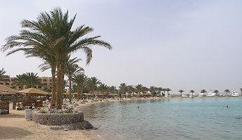 Os turistas russos continuam gozando férias no Egito. Os confrontos sangrentos entre os militares e adeptos da Irmandade Muçulmana, assim como o regime da situação de