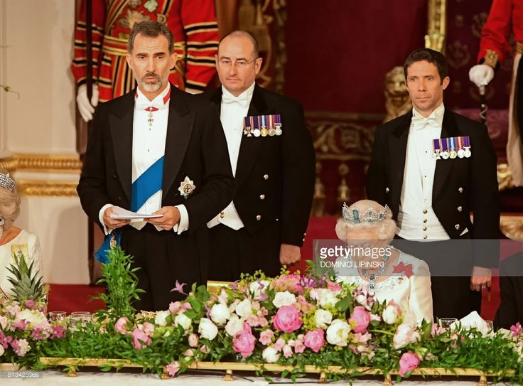 Britain's Queen Elizabeth II (R) listens as Spanish King Felipe VI cspeaks during a State Banquet at Buckingham Palace in central London on July 12, 2017, on the first day of the Spanish King and Queen's three-day state visit.Spanish King Felipe VI called for a deal on the status of Gibraltar that would be 'acceptable to all' on Wednesday, raising a thorny dispute on the first day of his state visit to Britain. / AFP PHOTO / POOL / Dominic Lipinski        (Photo credit should read DOMINIC…