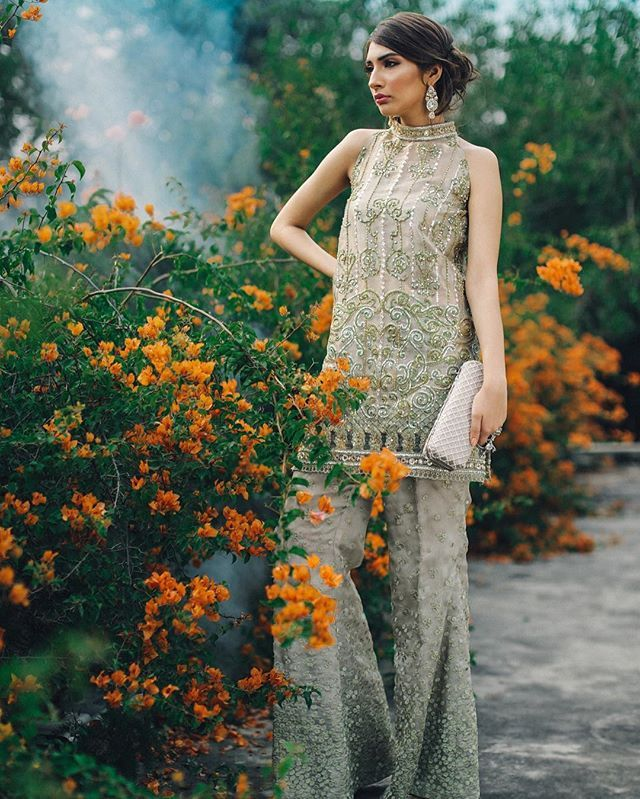 Mademoiselle bridal couture by #SairaRizwan draws inspiration from the timelessness of the vintage era and plays upon the idea of fairytales and dreams. @sairarizwan_official @thealishahkhan @thebeeworks @fatimanasirmua