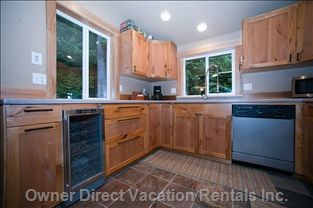 Large wood kitchen, well-stocked and with service for 10. #Travel #vacation #OwnerDirect.com #Washington