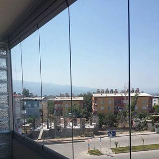 Mıknatıslı cam balkon ile evler, kafeler, ofisler artık dekorasyon da bir adım daha önde olacaklar. Daha fazlası için sitemizi ziyaret edebilirsiniz.