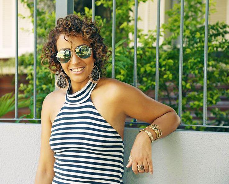 Cachos, cabelo curto Vestido Midi Listrado Look Verão Veja mais dicas no www.blogescritocombatom.com.br