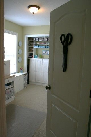 7/2007; Nicole Heady on her blog; lots of photos of the entire craft room