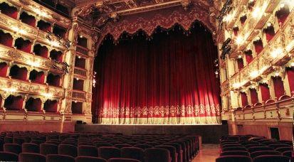 L'orchestra del Teatro dell'Opera e il coro sono stati licenziati