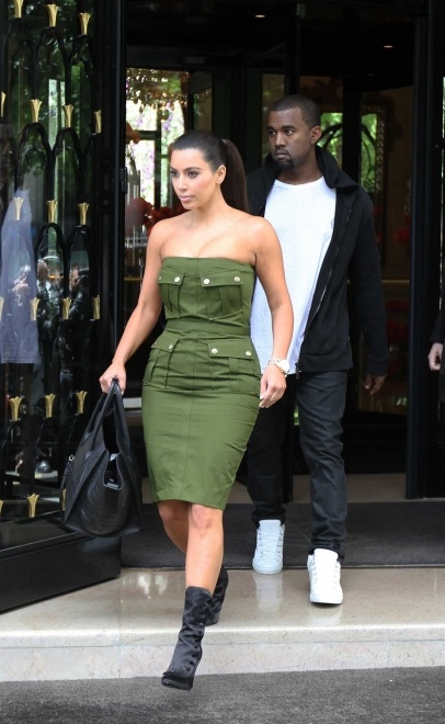 Kim Kardashian and Kanye leaving the Four Season Hotel George V to have luch at L'Avenue's