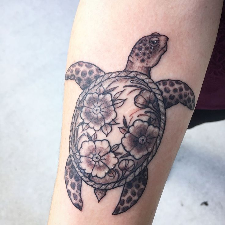 Sea turtle and flowers for Ragan! Thanks dude! #tattoo #tattoos #tattoolife #inked #seaturtle #animaltattoo #seaturtletattoo #blackandgreytattoo #silverbackink #nctattooers #allamericantattooconvention #illustrativetattoo #art #flowertattoo #skingrafixgville #runeink