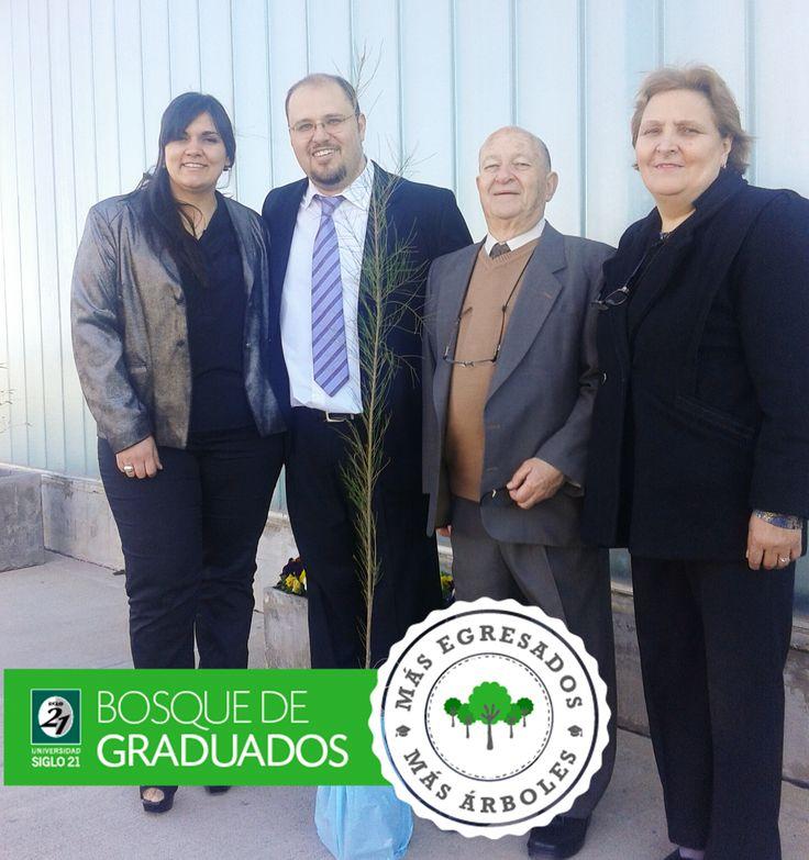 En el Día del Abogado, felicitamos especialmente a Javier Caridi, nuevo graduado de la carrera Abogacia Ues21.  Javier cursó en el CAU Mendoza y terminó la carrera en 4 años (ingresó en agosto de 2010). El pasado lunes defendió su tesis en nuestro Campus Cba. ¡Felicitaciones!