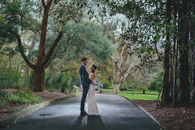 Sydney Royal Botanic Gardens Wedding with a bit of rain | Photo by Sutoritera www.sutoritera.com