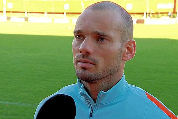 """Volgens YolantheSneijder-Cabau is het niet uitgesloten dat haar man Wesley Sneijder vreemdgaat. """"Die verhalen doen de ronde, maar of ze altijd waar zijn? Waar rook is, zal soms ook best wat vuur zijn"""", zei Yolanthe in een interview met De Telegraaf. Wesley Sneijder is niet de enige profvoetballer van wie overspel wordt vermoed. """"Alle voetballers gaan vreemd"""", zei modekoningin Olcay [...]"""
