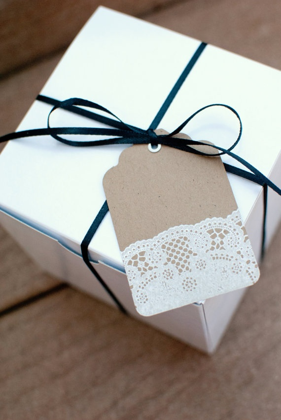 This lace gift tag is all you guys are getting for Crimmus...