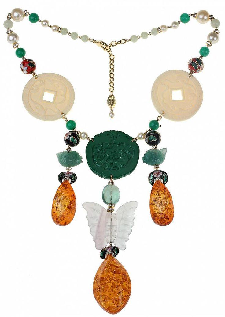 Во многом свое вдохновение дизайнеры бренда-законодателя в мире fashion-bijouх CARLO ZINI черпают в сочетании классических ювелирных приемов и этнических мотивов. Маэстро творят для ярких, уверенных в себе современных женщин, которые с умением и даже иронией умеют украшать свои наряды и создавать свой образ. Детали для этого колье в стиле oriental vintage привезены со всего мира, а собрано оно в Милане. Такое украшение требует одноцветного платья или кофты, хотя, как вариант, нижняя часть…