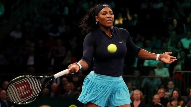 Serena Williams plays tennis on the seventh month of pregnancy