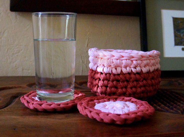 https://flic.kr/p/uXr6Lw | Cestita con posavasos, de trapillo, crochet | seis posavasos con su cestita