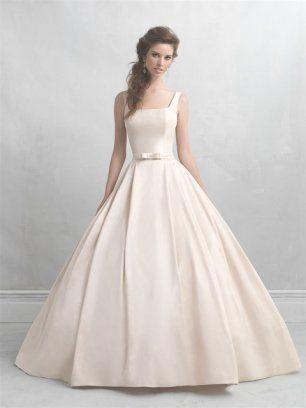 Платье невесты с квадратным декольте и бантиком на поясе
