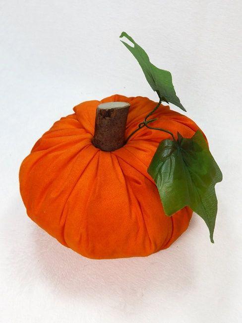 Simple No-Sew Fabric Pumpkins Tutorial