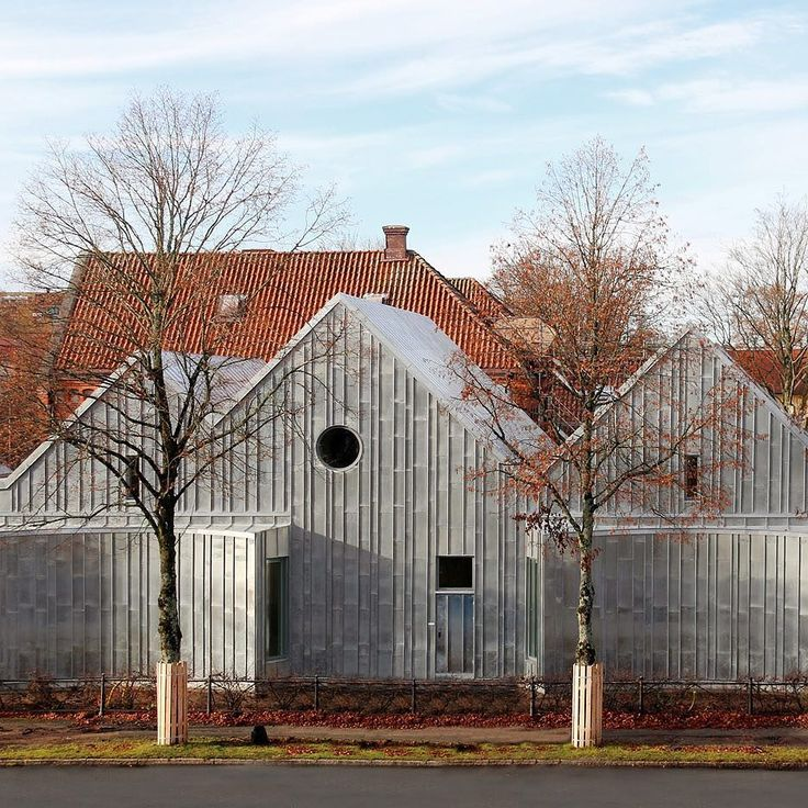 Stockholm architecture studio Tengbom has added a zinc-clad extension to a traditional brick courthouse building in the Swedish town of Alingsås. More images and info at http://ift.tt/1JRSUlS #architecture #zinc #sweden by dezeen