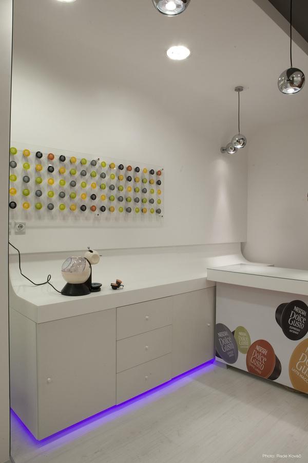 nescafe dolce gusto shop belgrade by vladimir paripovic via behance design pinterest. Black Bedroom Furniture Sets. Home Design Ideas