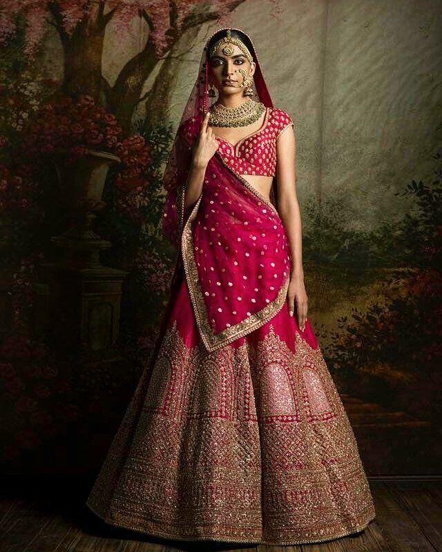 Sabyasachi heritage bridal !! #Sabyasachi #FIRDAUS  #indianfashion #indianfashionblogger #indiantextiles #indianwedding #saree #lehenga #pinklehenga #indianbride #punjabiwedding #redlehenga #luxuryfashion #Bollywood #sangeetlehenga #indianwear #bridallehenga #indiancouture#fashion #sareeblouse #blousedesign #laxury#ethnic #mydesiwardrobe #fashionblogger #indianblogger #indianbridalfashion #blogger #tumblr #anarkali