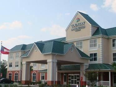 Savannah (GA) Country Inn & Suites Savannah Airport United States, North America Country Inn & Suites Savannah Airport is conveniently located in the popular Savannah International Airport area. The property features a wide range of facilities to make your stay a pleasant experience. All the necessary facilities, including free Wi-Fi in all rooms, 24-hour front desk, facilities for disabled guests, airport transfer, newspapers, are at hand. Air conditioning, desk, telephone, t...