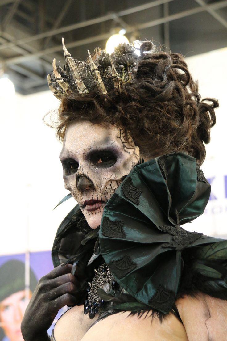 Maquillage de squelette avec couronne de phalanges très impréssionant de réalisme. maquillage professionnel effets spéciaux
