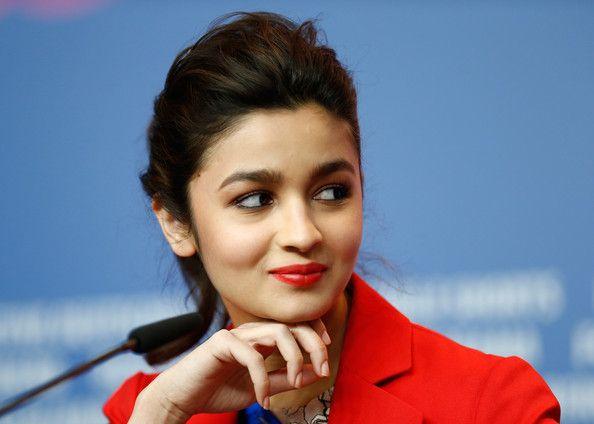 मदमस्त बिंदास अभिनेत्री आलिया भट्ट का दिल बॉलीवुड के सबसे डैशिंग एक्टर पर आया - Wikishut.com