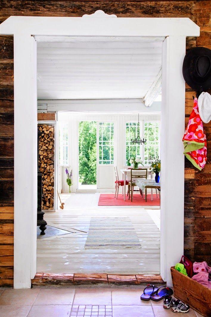 Summer house, or cabin, in Sweden   Keltainen talo rannalla: Väriä, valkoista ja mökkitunnelmaa