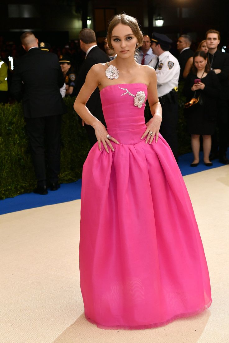 Met Gala 2017 Red Carpet Live: Lily-Rose Depp in Chanel