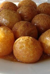 Λουκουμάδες με μέλι και καρύδια