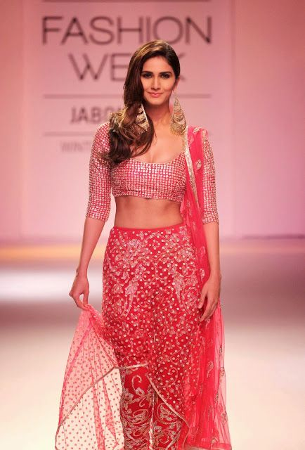 Vaani Kapoor Lookin Super Hot On The Ramp At Lakme Fashion Week 2014 Day 5 - Mash To's