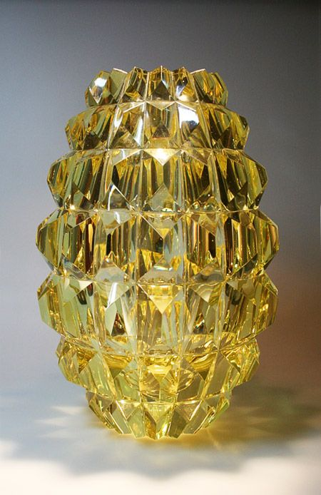 Ananas by Okkolin, Aimo. Manufacturer: Riihimäen Lasi Designed in: 1961 In production: 1961-1962