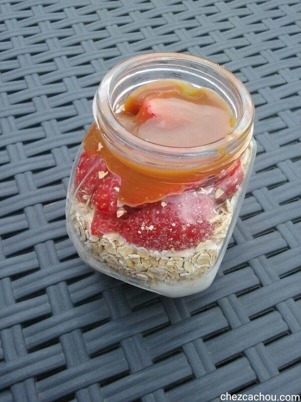 Overnight oatmeal fraises caramel au beurre salé
