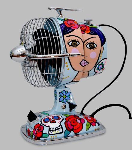 O ventilador retrô, da Gerbar (www.gerbar.com.br), é personalizado com uma pintura do artista plástico Reynaldo Berto, inspirada em Frida Kahlo. O eletrodoméstico mede 31 cm x 18 cm x 24 cm e o preço sugerido é R$ 1.380 | Preços pesquisados em setembro de 2015 e sujeitos a alterações