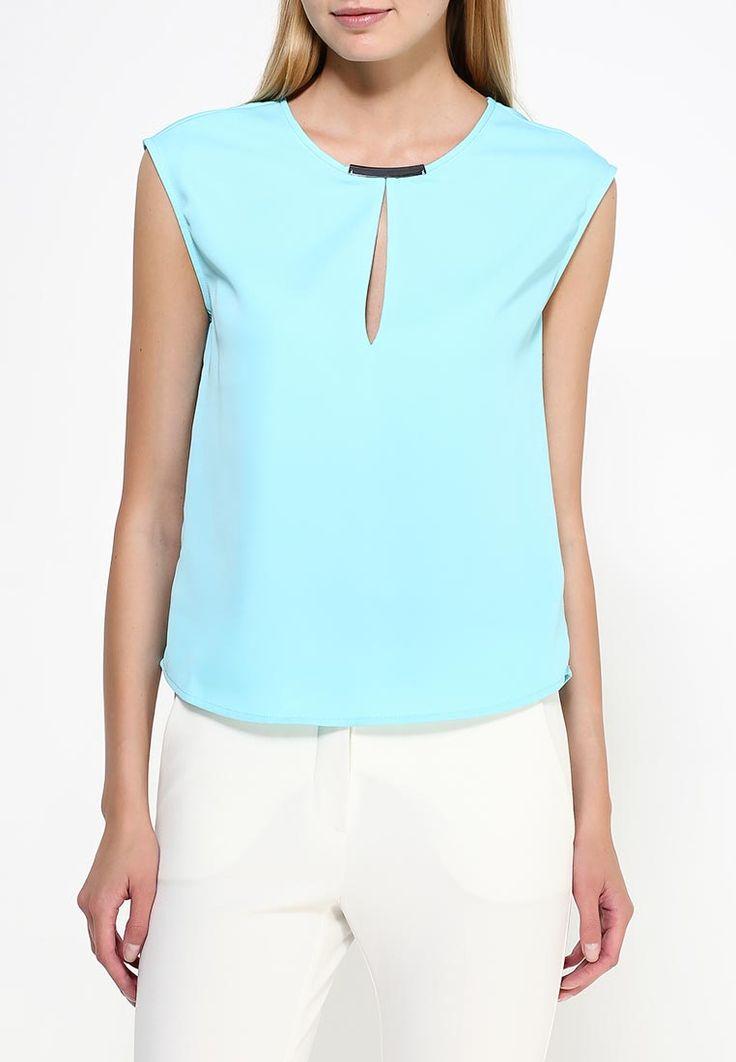 Блуза oodji выполнена из гладкого шифона. Детали: круглый вырез с металлической вставкой, разрез-капелька на груди.